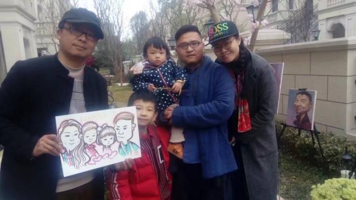 开封中国肖像漫画家郑路先生,现场三分钟为您漫话肖像