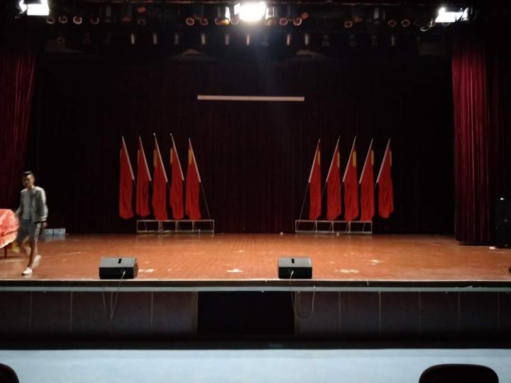 贵阳舞台灯光音响 设备物料出租 现场策划执行 各种演绎人员