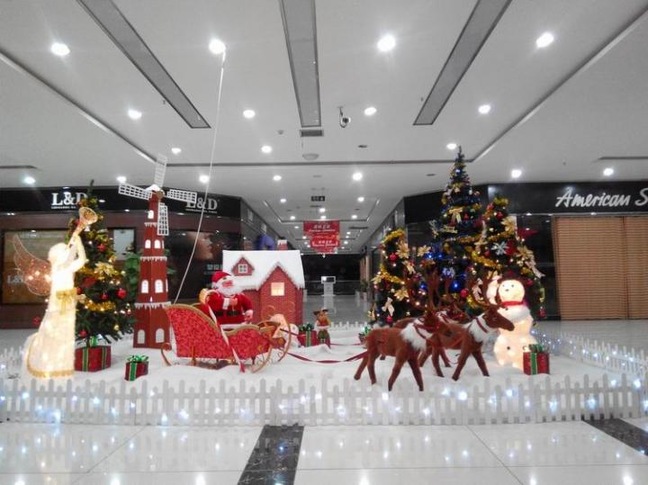 汉中远大家居博览中心两周年庆典暨圣诞美陈策划